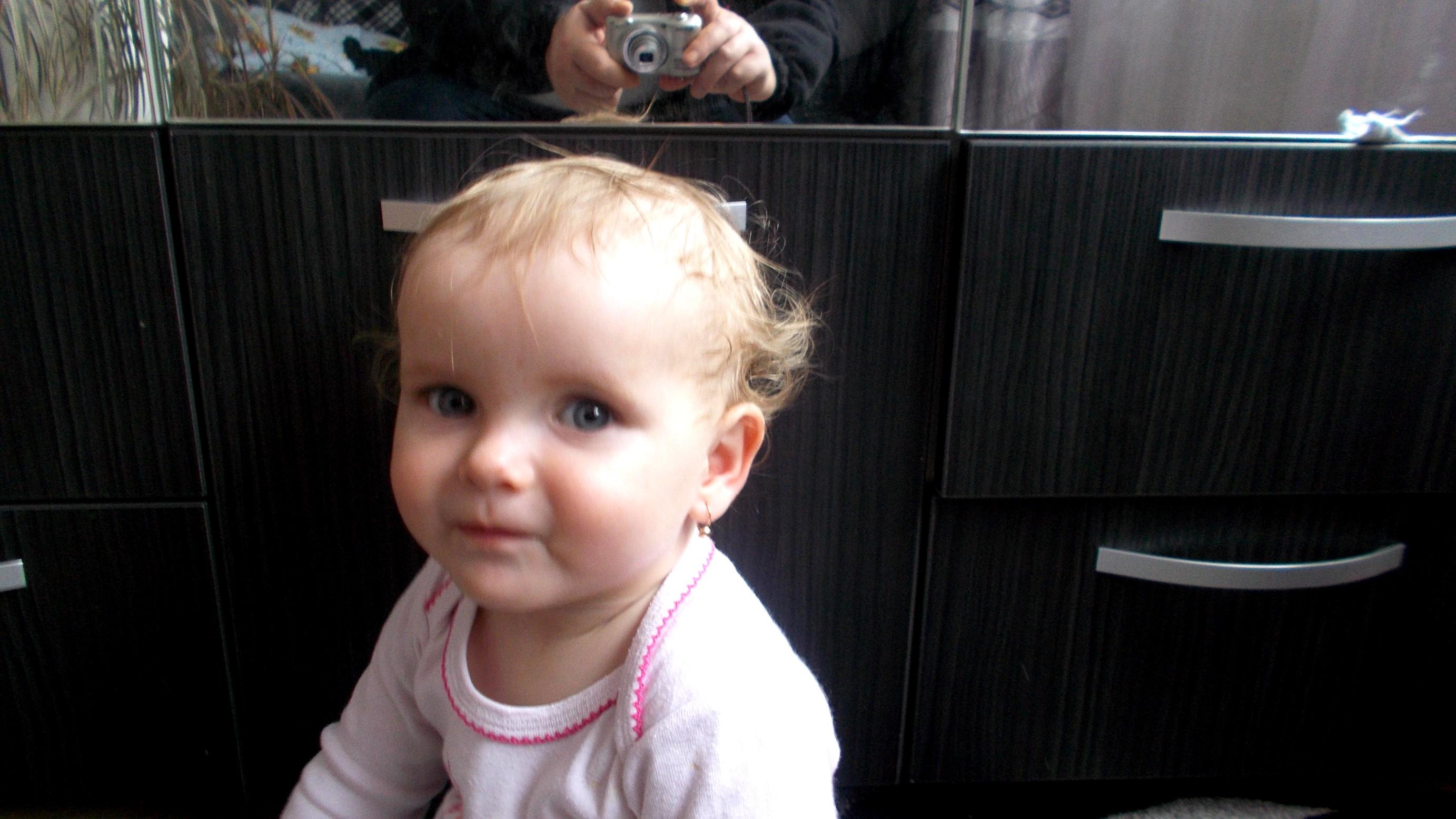 Carina Ioana, amuzată de poznele bunicului ei