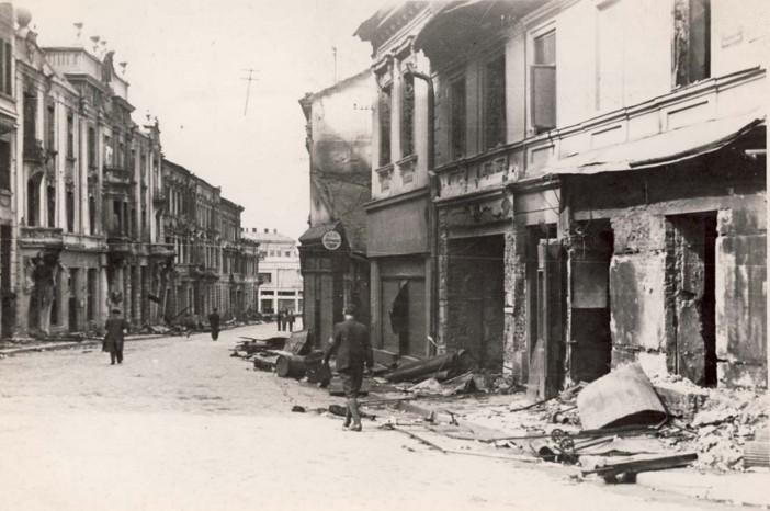 Cernăuţi, incendiat de ruşi - Biblioteca Naţională a României