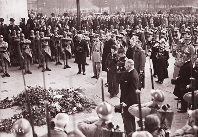 GALLICA, 11.04.1924: les souverains roumains, au tombeau du soldat inconnu