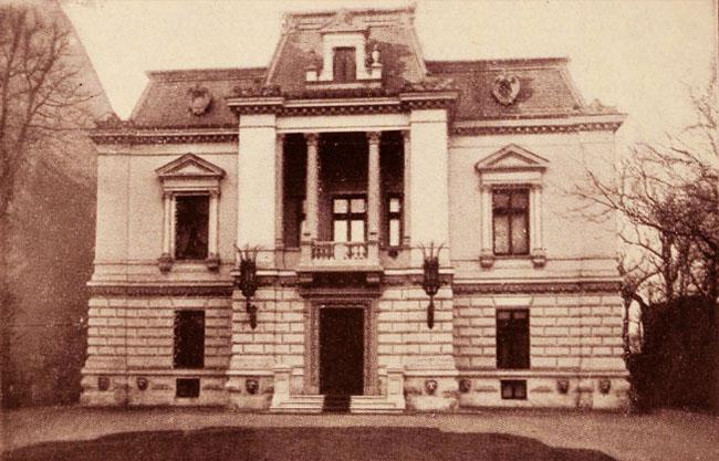 Hotelul Doamnei Monteor, pe Calea Victoriei, lână Ministerul de Finanţe