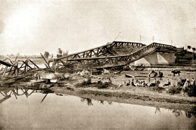Cernăuţi, podul dfe peste Prut, distrus de război