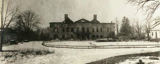 Cernăuţi, ruina reşedinţei Baronului Mustatza