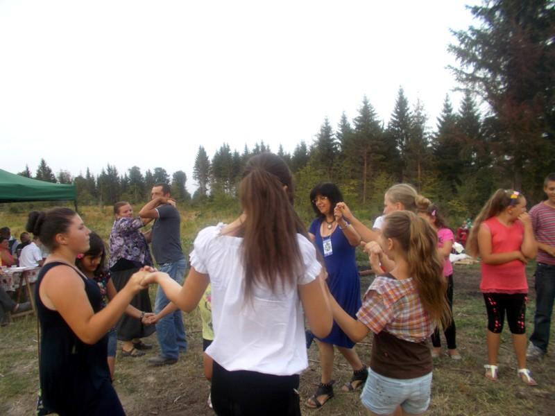 În hora românească a... fericirii