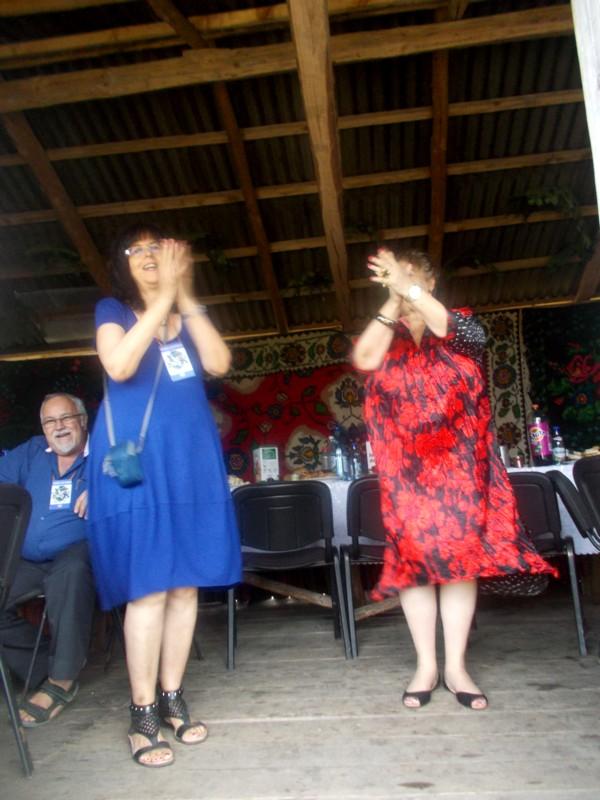 Aviva Golan şi Lea Taran, dansând