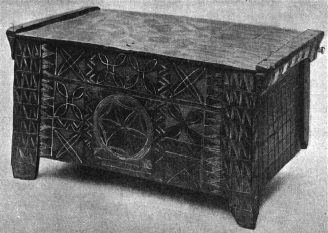 Ladă de zestre din Câmpulung, cu ornamentaţii totemice