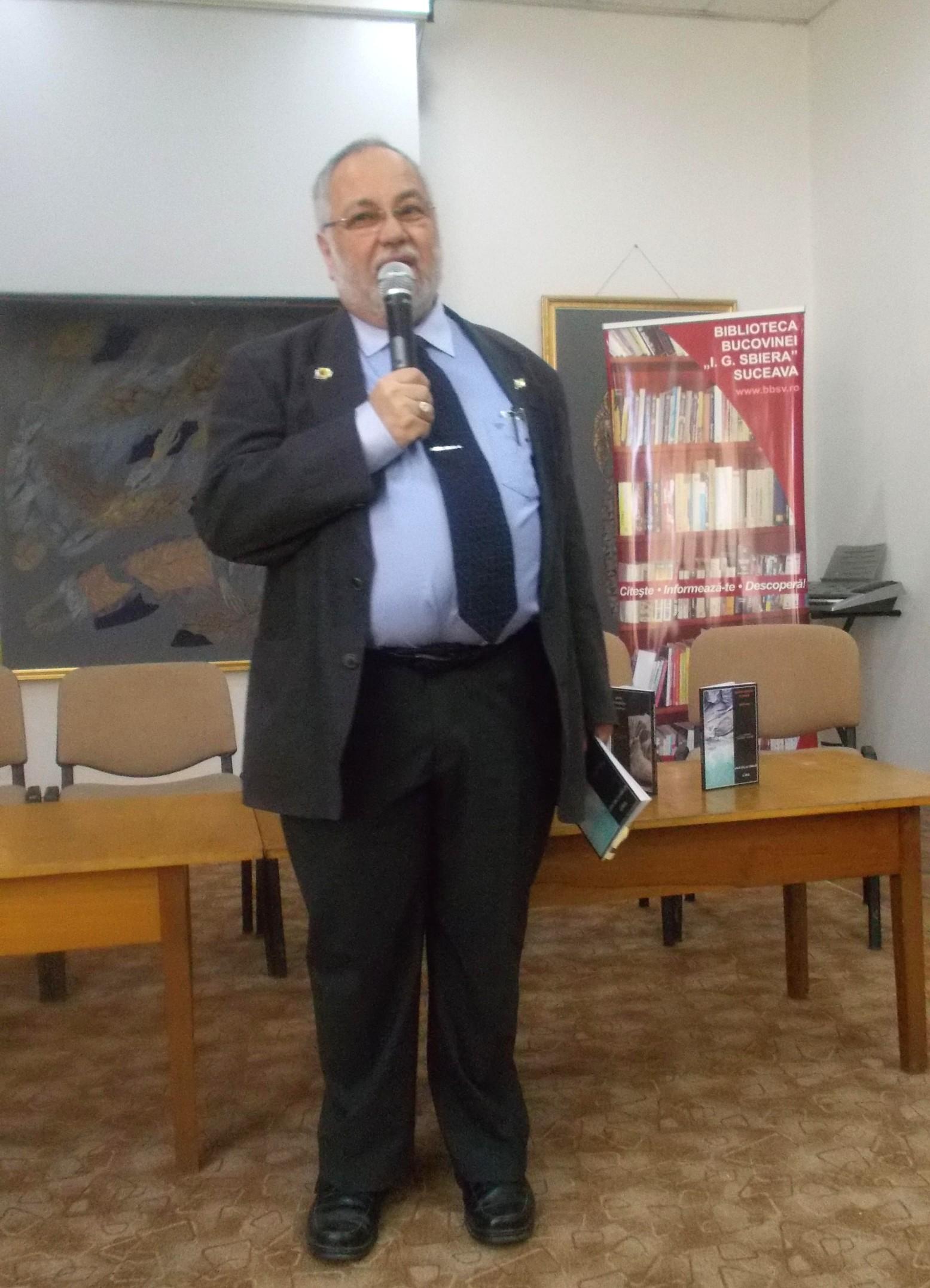 """Menachem Falek, prezentând """"Poetul cu cerneala secretă"""""""