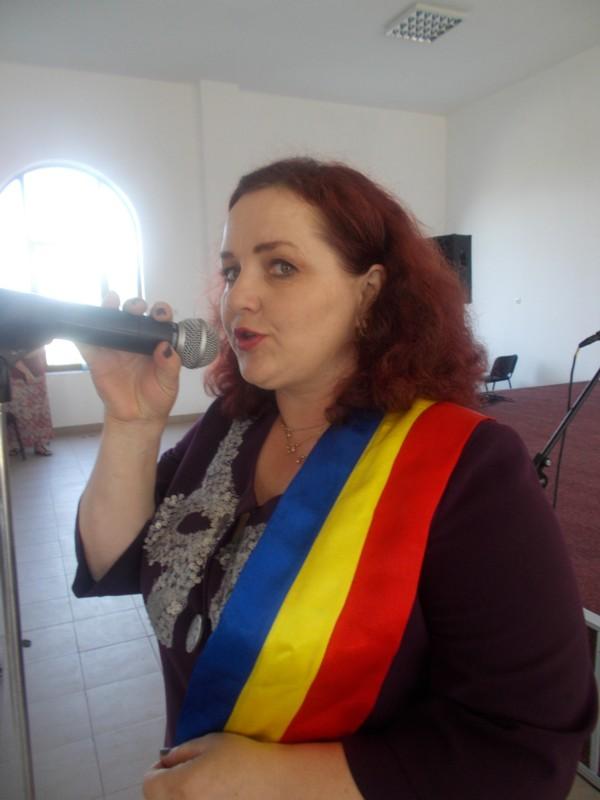 Primăriţa Naţiunii Poeţilor, Violeta Ţăran