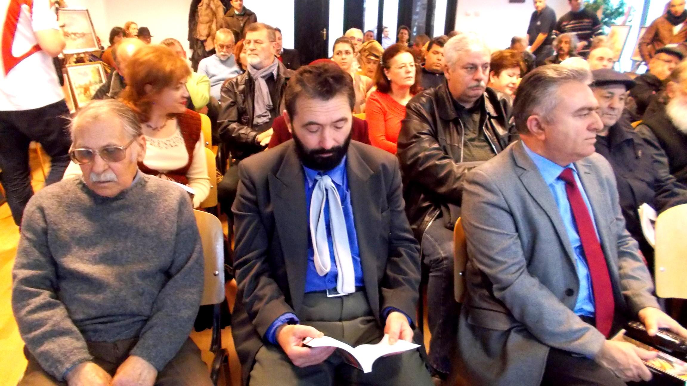 Dimitrie Savu, singur şi însingurat, în apropierea vicepreşedintelui Ilie Niţă