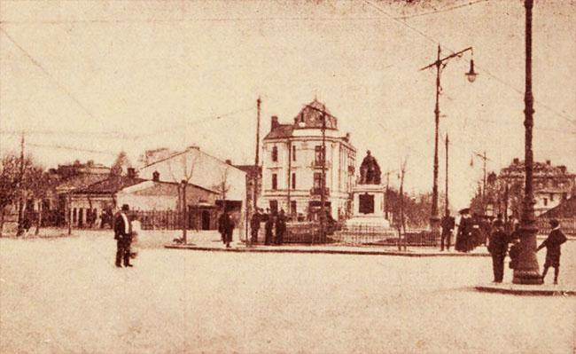 Piața Rossetti, la monumentul lui C A Rossetti