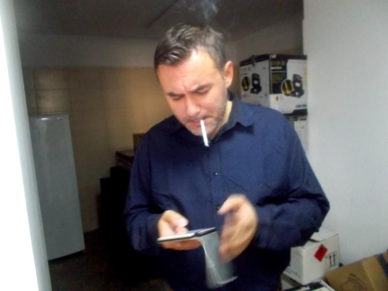 Răzvan Mitoceanu, dezmeticindu-se cu o ţigară