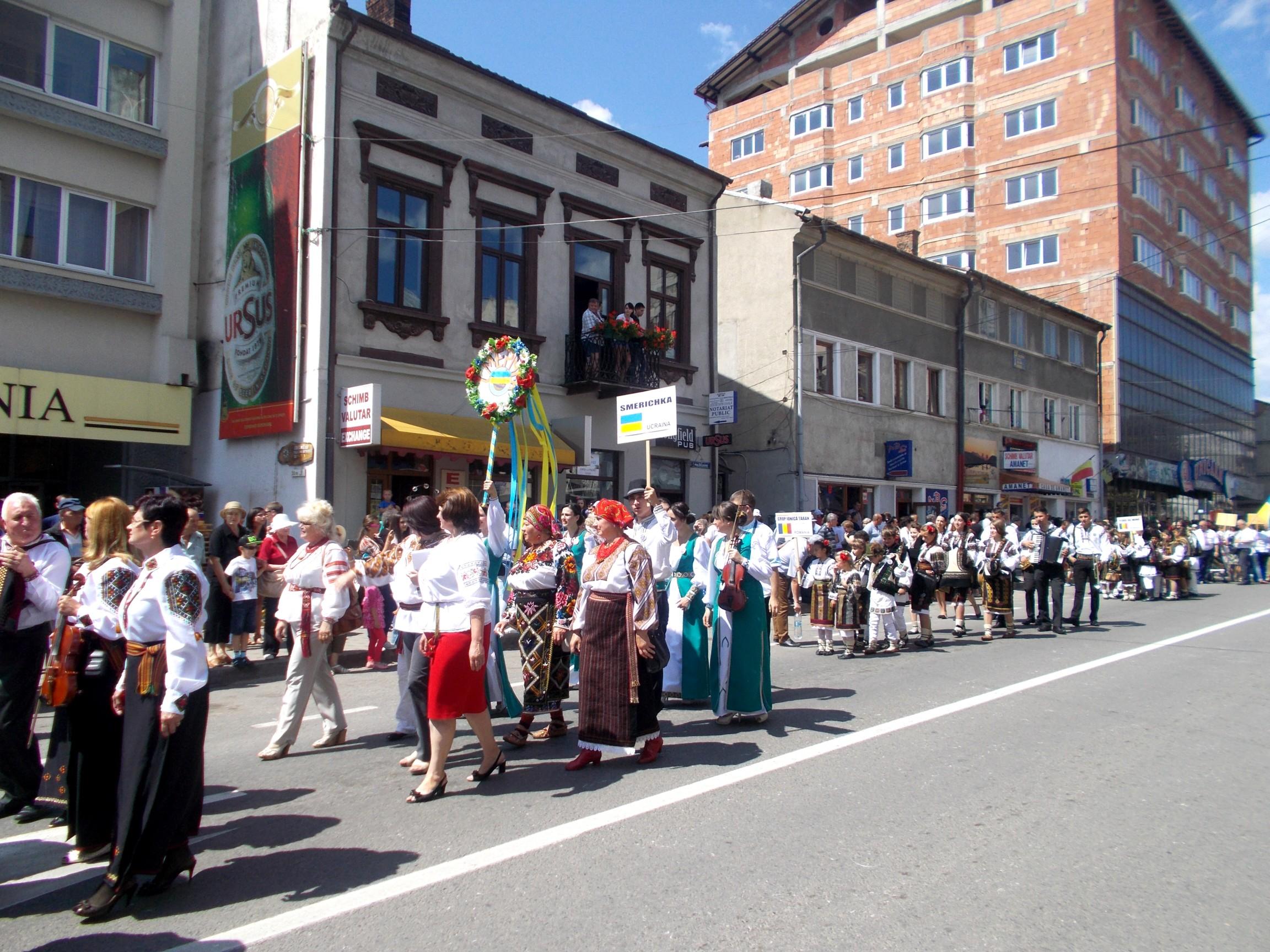 Smerichka (Ucraina), şi cu costume cooperatiste