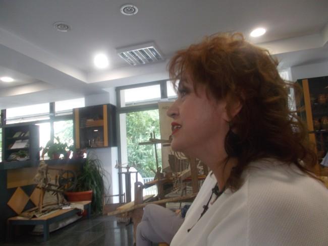 Gabriela Teişanu, secondându-l pe Cornel Angelescu