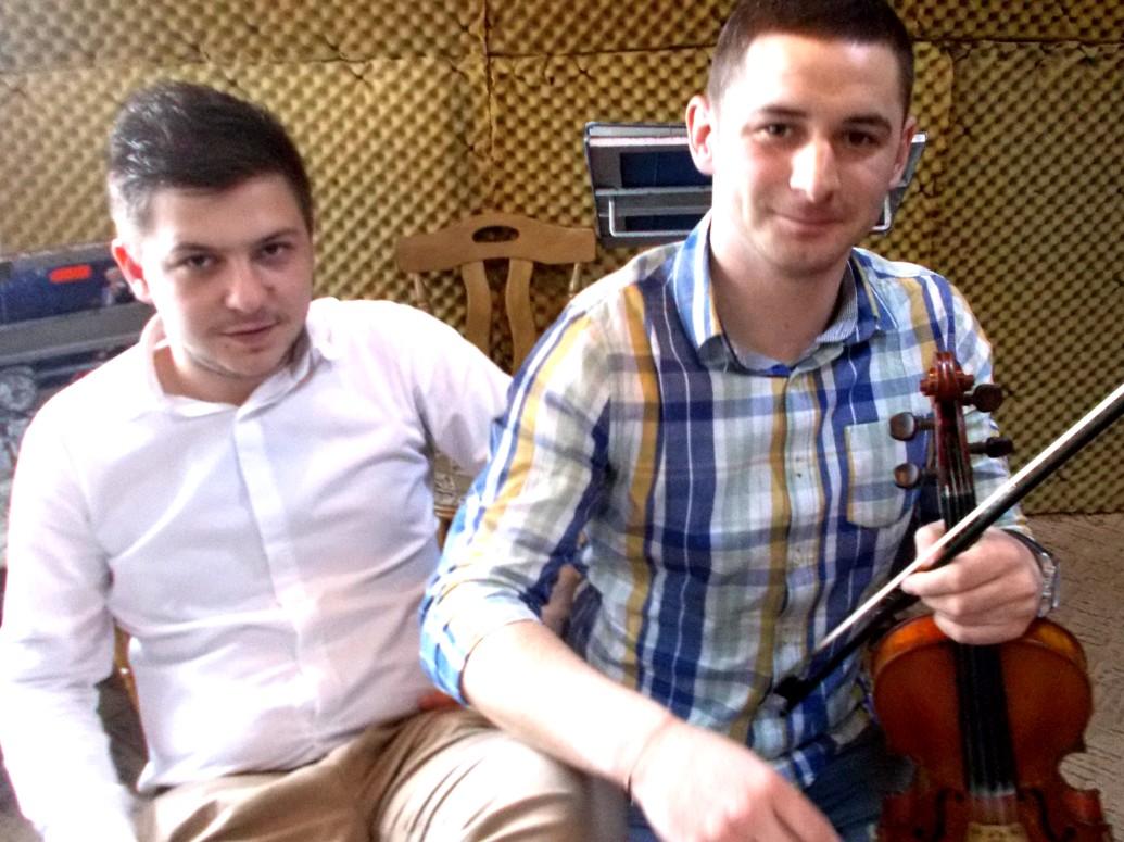Doi violonişti înnăscuţi: Adrian Pulpă şi Narcis Rotaru
