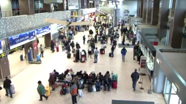 """Terminalul """"Sosiri"""" al Aeroportului Otopeni, în 10 decembrie 2015"""