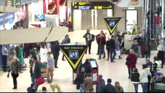 Aeroport 4 Acordeonist si ghitarist