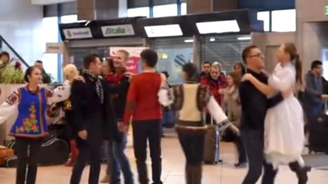 Aeroport 6 Dansul etniilor