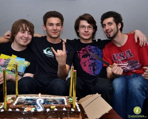 TOY MACHINES, sărbătorind, în aprilie 2011, doi ani de muzică proprie