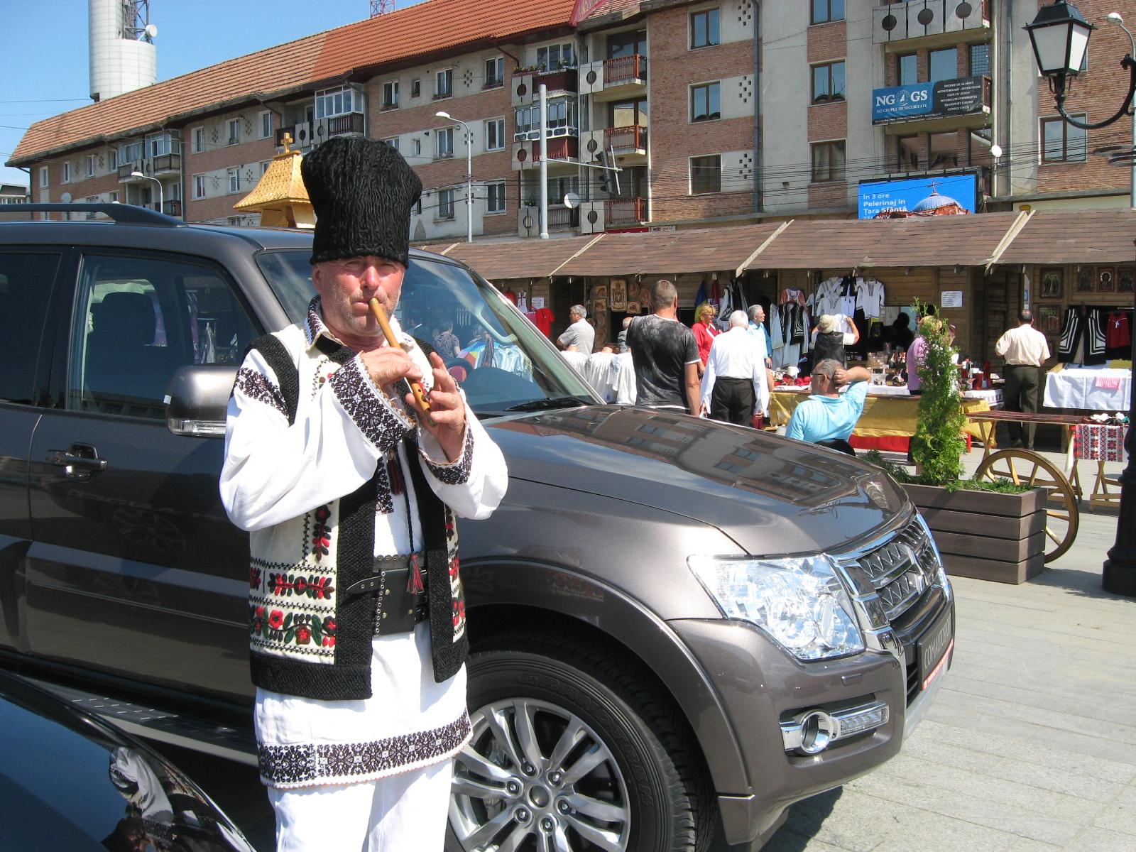 Duceava moto-folcloroasă - fotografie de Tiberiu COSOVAN