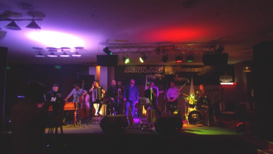 Paul Arva, prezentând trupa lui Vali Boghean