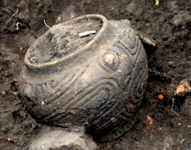 Splendidele simboluri sacre ale fertilităţii, pe un vas care s-a păstrat intact vreme de peste şapte milenii.