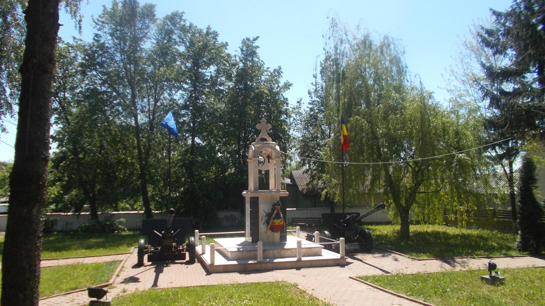 Splendidul Monument al Eroilor din Băneşti