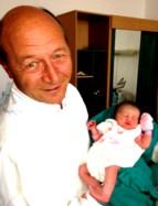 Un zâmbet uman pe chipul moroiului Băsescu