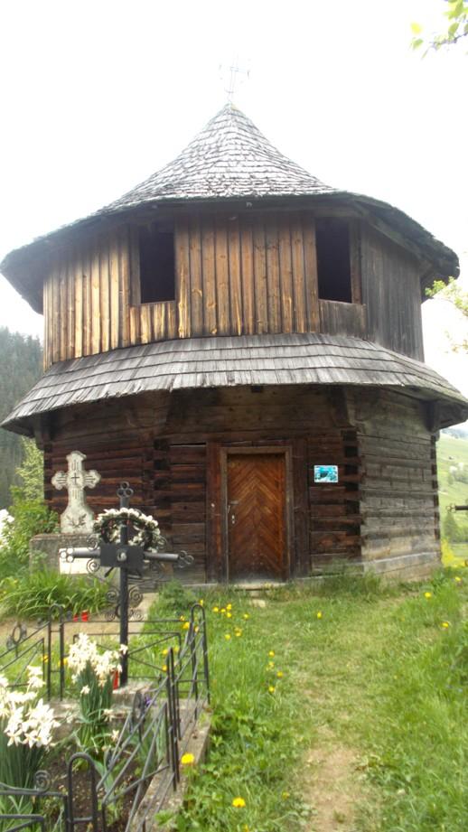 Biserica sub formă de romb