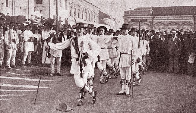Blaj 1911 SERBĂRILE DE LA BLAJ 1911 Conductul etnografic Sosirea satelor Călușerii