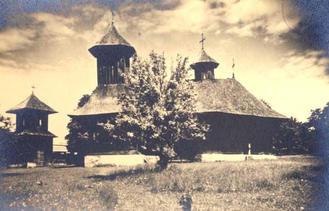 Vechea biserică de lemn din Botoşana