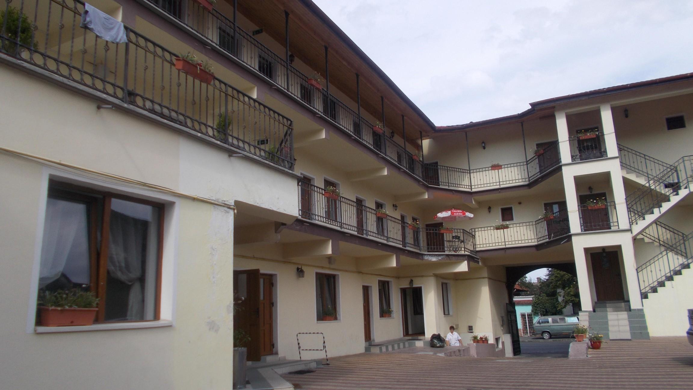 Han - odinioară, hotel modern - astăzi