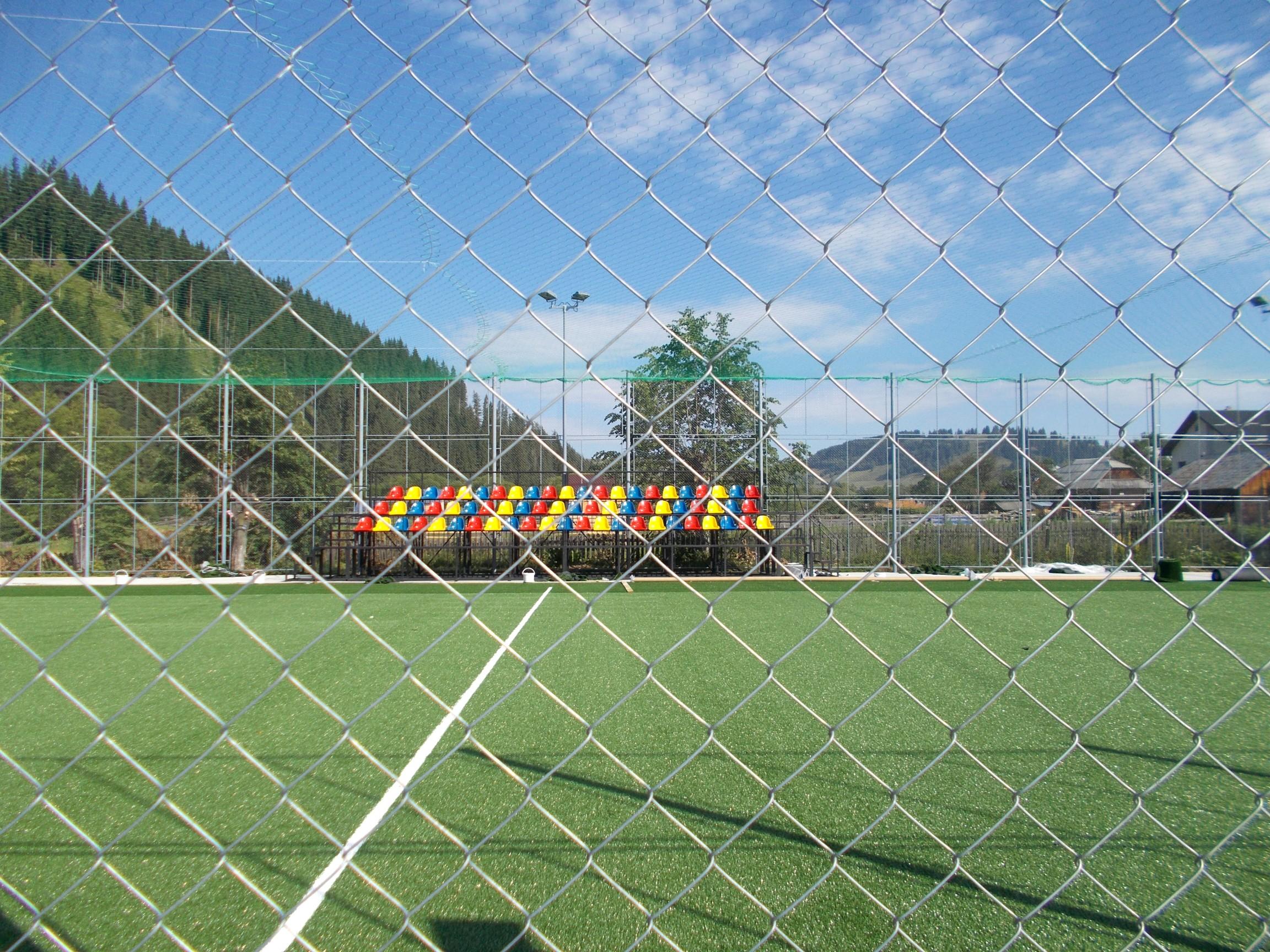 Loc de joacă pentru copiii mai mărişori, tot într-un sat