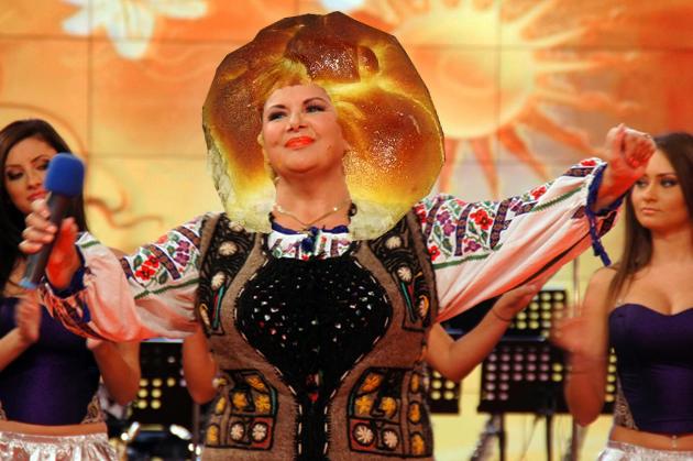 """Cântăcioasa Condurache Daniela: """"Poali-n brâu di la moldova, di undi-aţî luat aroma?""""."""
