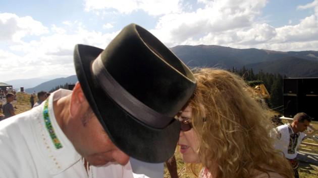 """""""Căci va fi sub pălărie, / Şi-apoi cine treabă are?"""""""