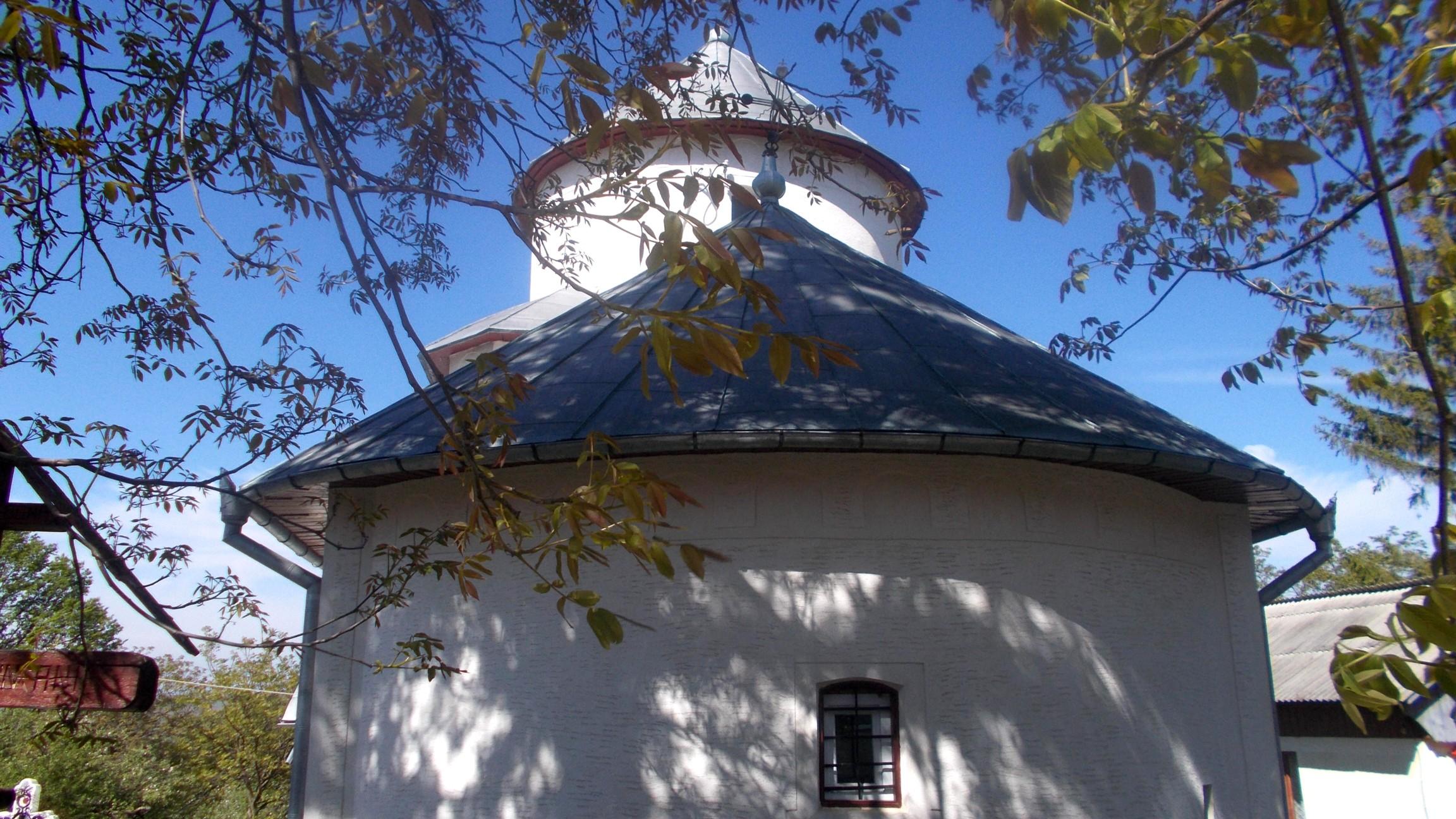 Biserica din Călineşti, care l-a avut ca dascăl pe Vasile Eminovici