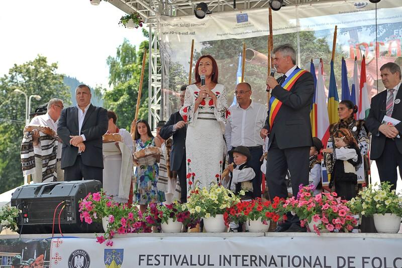 Cântă pentru dumneavoastră: Steliana Vasilica Miron!...