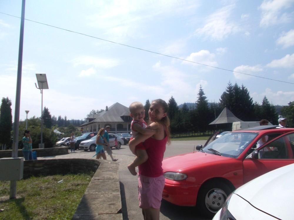 Carina şi Cozmina, la Mănăstirea Neamţului