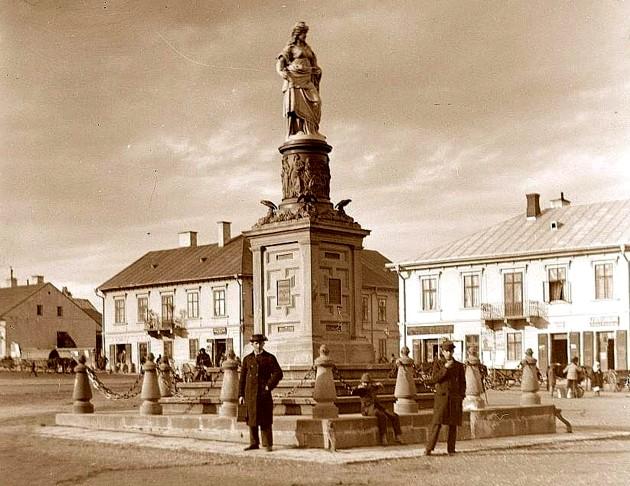 """Cernăuţi, Monumentul şi Piaţa """"Austria"""""""