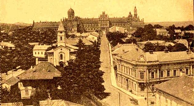 Cernăuţi, panoramă cu Palatul Metropolitan