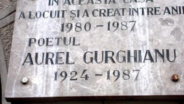 Placa închinată memoriei poetului Aurel Gurghianu