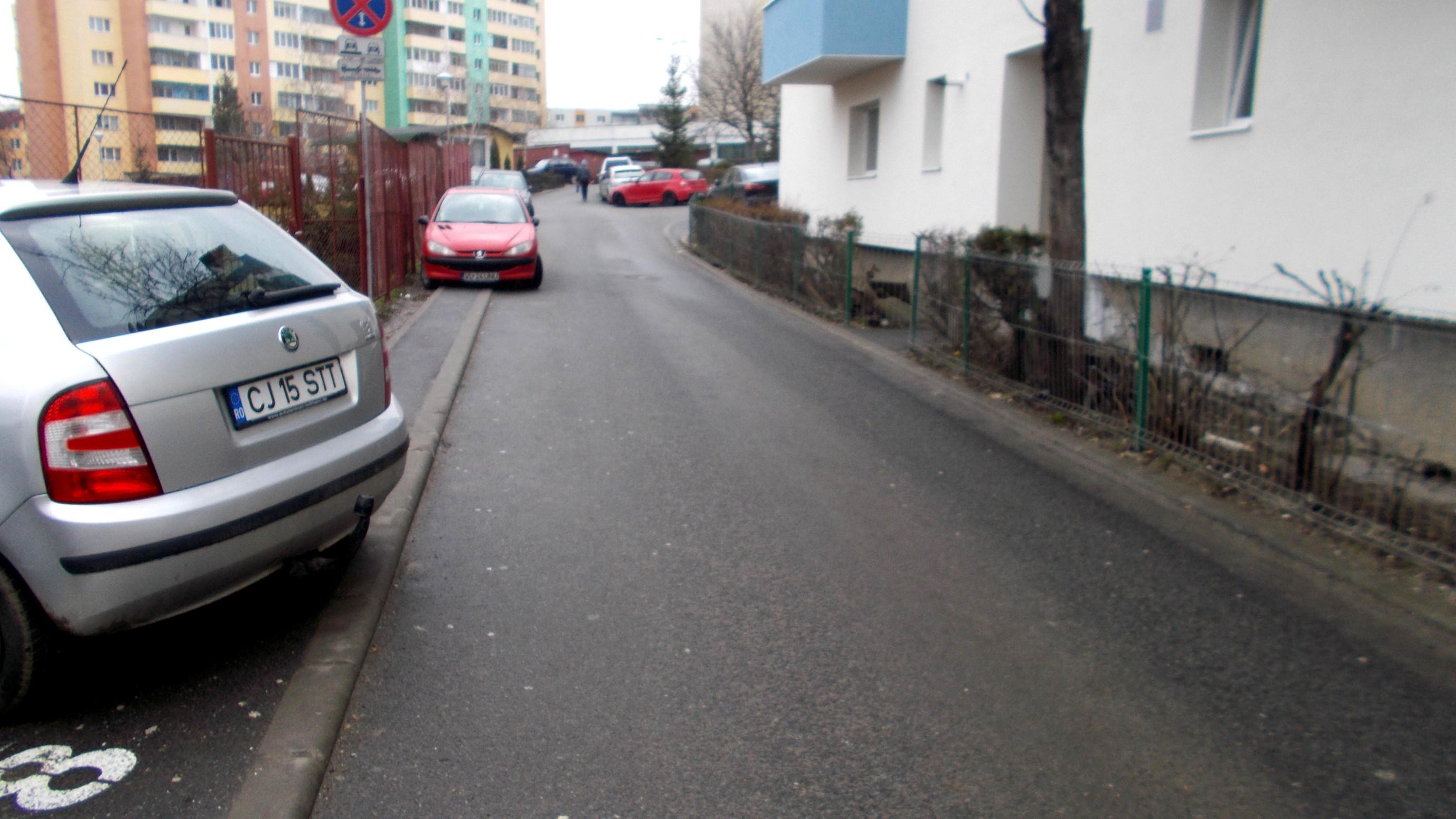 Cluj-Napoca: alei, între blocuri