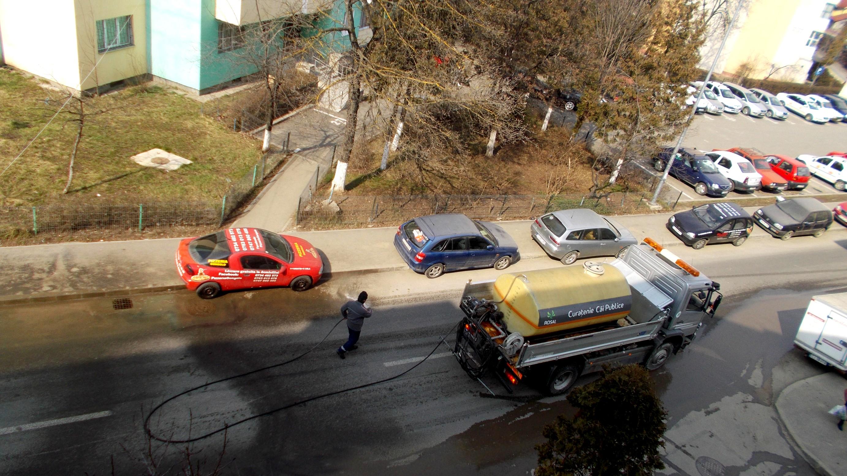 Cluj-Napoca: Spălarea manuală a străzilor
