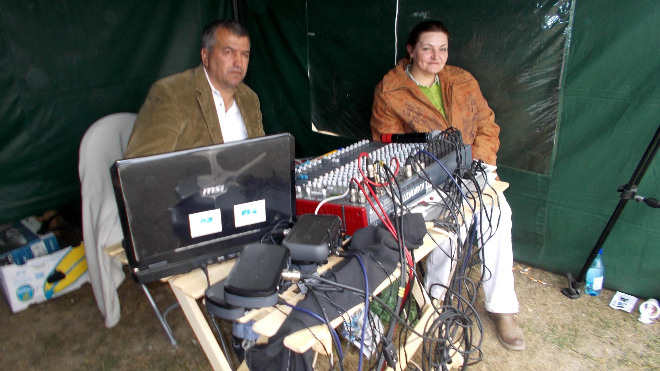 În cortul de sunete, colegii mei Cornel Boicu şi Corina Scîntei