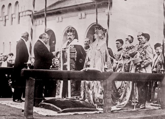Couronnement des souverains roumains à Bucarest à la cathédrale Alba Iulia le 15 octobre 1922