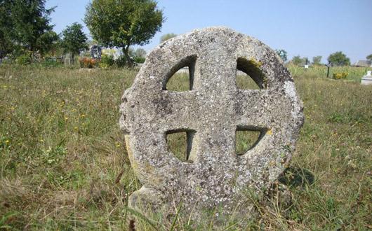 Crucea ctistică de la Piatra Ariniş