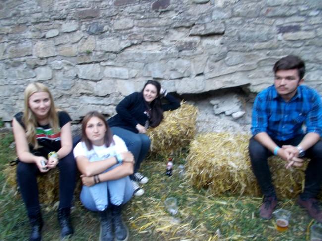 Tiberiu Lotrean, în dreapta culiselor Bucovina Rock Castle, și cele trei Bianca