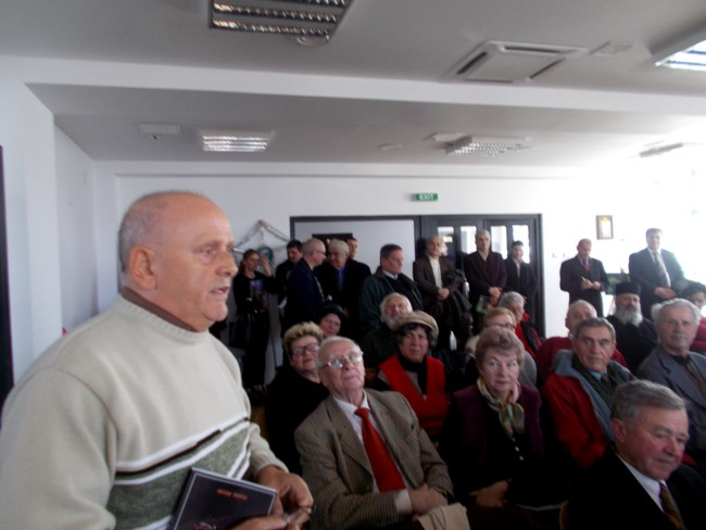 Domnul profesor Simion, fostul director al şcolii din Udeşti
