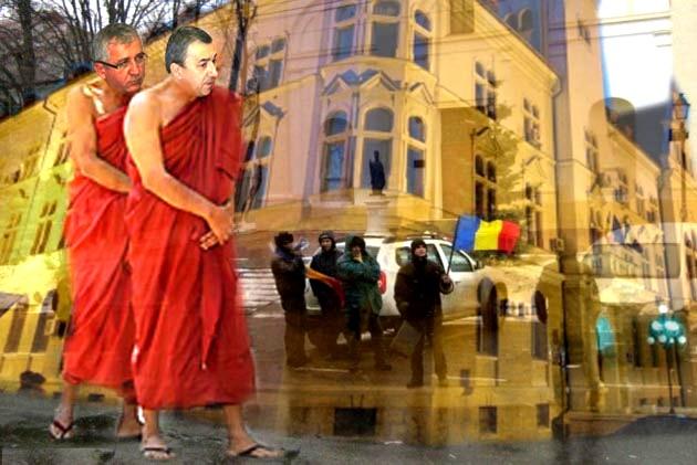 Subprefectul Constantin Harasim: Dom' prefect, râde lumea de noi: parcă am fi călugări budişti! Prefectul Florin Sinescu: Pprostii, domnule subprefect! Un demnitar judeţean are obligaţia să se adapteze la culorile guvernamentale!