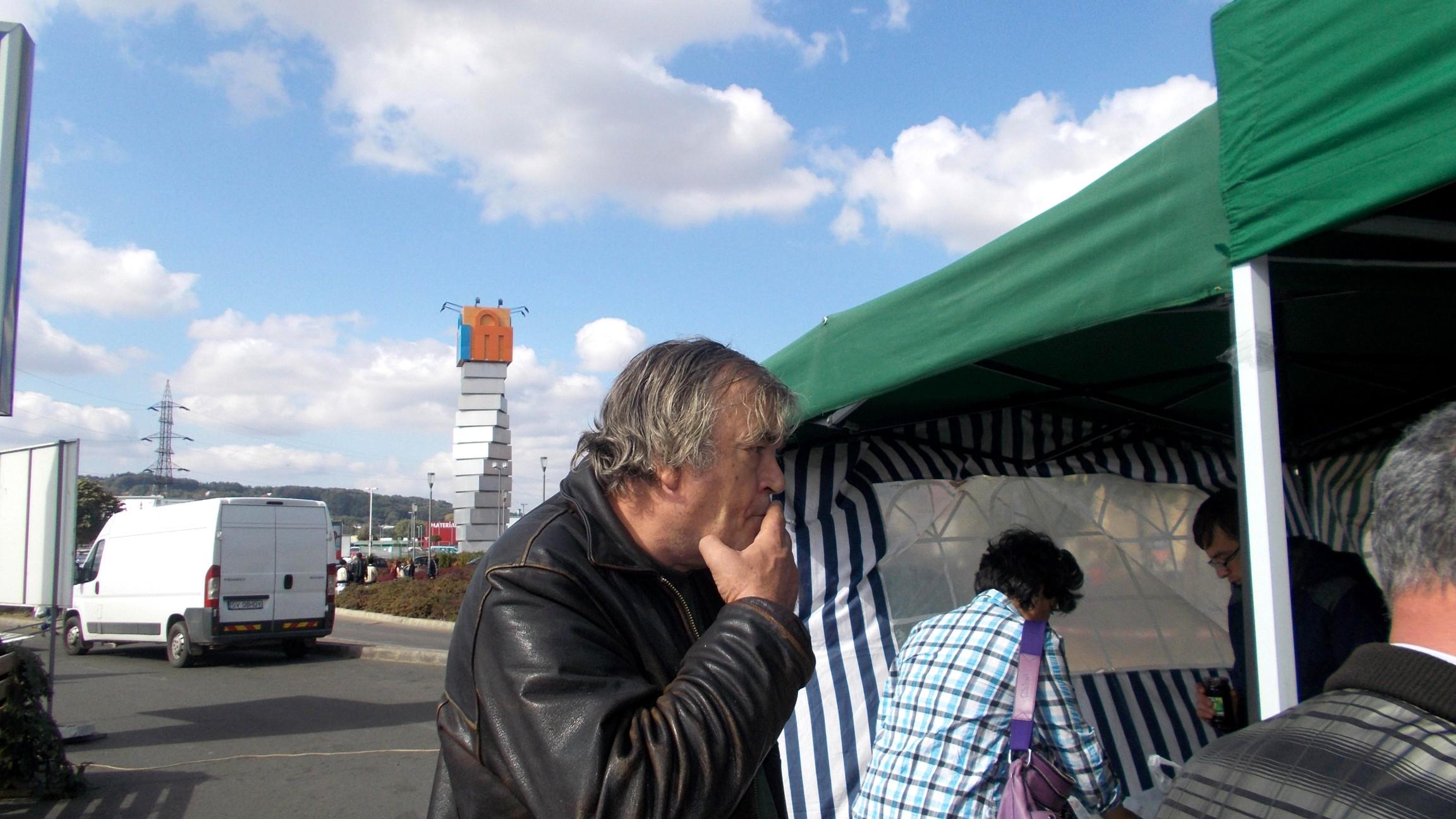 Publicistul Cezar Straton, la cumpărături