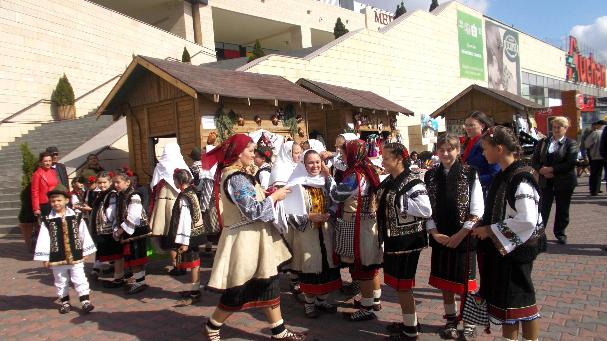 Elena Negrea şi artiştii ei din Bilca