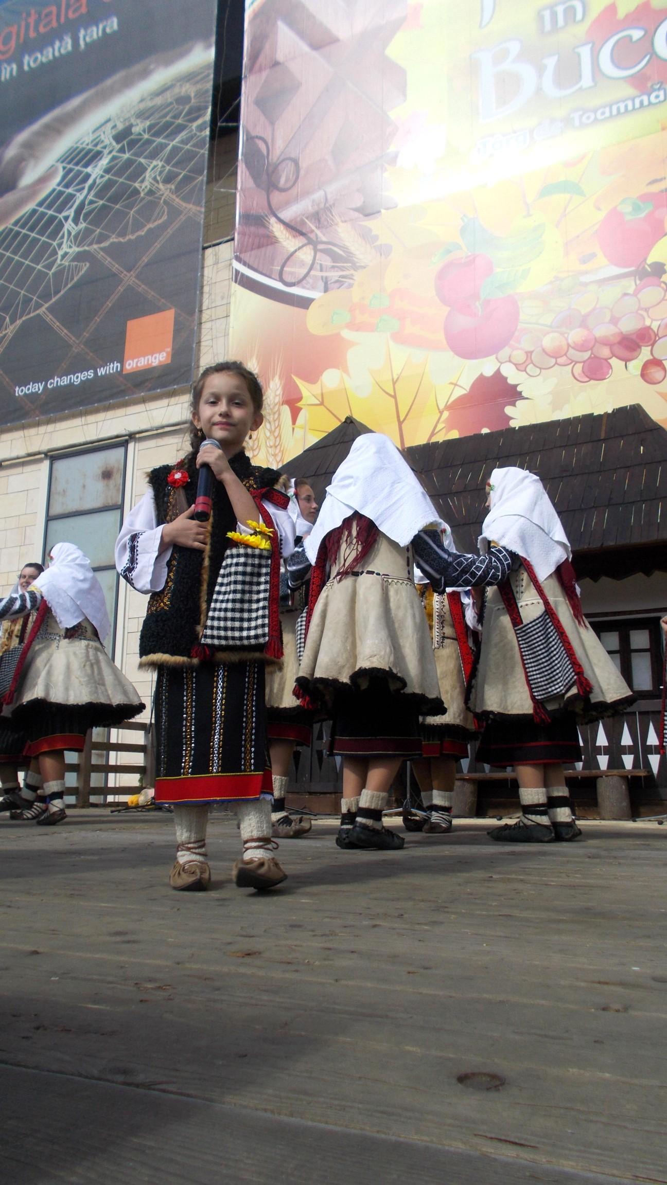 Alina Ţăpar, un glas de înger şi cu o curgere a gesturilor scenice pe firul viu al melodiei